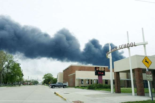 refinery disaster pollution over school in Houston 2019